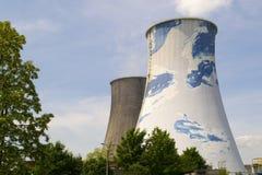 Chimeneas de una central nuclear Imágenes de archivo libres de regalías