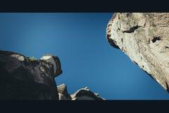 Chimeneas del cuento de hadas en Cappadocia, lugar de la atracción turística foto de archivo libre de regalías