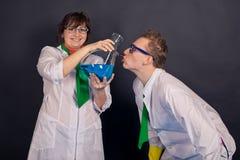 Chimica divertente e scienziati pazzi 1545 Immagini Stock Libere da Diritti