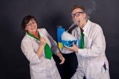 Chimica divertente e scienziati pazzi 1552 Fotografie Stock Libere da Diritti