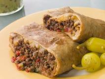 Chimichanga met Ingelegde Spaanse pepers en Guacamole Stock Foto's