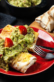 Chimichanga mexicano com mergulho do guacamole Fotografia de Stock Royalty Free