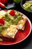 Chimichanga mexicano com mergulho do guacamole imagens de stock