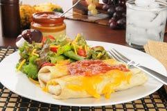 Chimichangas en salade Royalty-vrije Stock Fotografie
