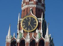 chiming klocka moscow royaltyfria bilder