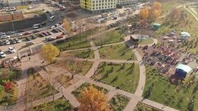 Chimki, Russia - 17 ottobre 2018 Parco ecologico Eco Bereg del paesaggio stock footage