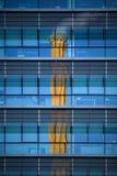 Chimmey moderno do prédio de escritórios e da antiguidade Imagem de Stock Royalty Free