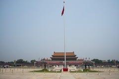 Chinês asiático, Pequim, a tribuna de Tian'anmen, o polo de bandeira nacional Fotografia de Stock