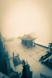 Chin Swee Caves Temple dans le brouillard Photos stock