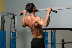Chin Ups Workout For Back Lizenzfreies Stockbild