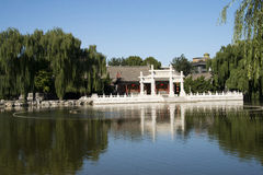 China, Ásia, Pequim, o jardim grande da vista, construções antigas Imagem de Stock