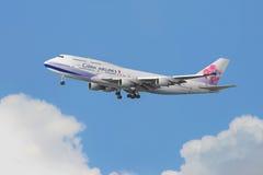 China Airlines Boeing 747 przyjeżdża w Hong Kong zdjęcia royalty free