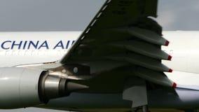 CHINA AIRLINES A330 som landar till den NARITA FLYGPLATSEN JAPAN lager videofilmer