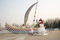 China, Asia, Pekín, decoración del Año Nuevo, muñeco de nieve, navegando Fotos de archivo libres de regalías