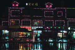 China, banderas de neón en fachadas de los edificios Fotografía de archivo libre de regalías