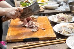 China, creencias religiosas, sacrificios, pollo fotografía de archivo