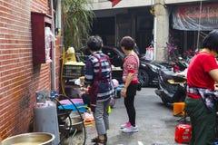 China, creencias religiosas, sacrificios, verduras de limpieza foto de archivo