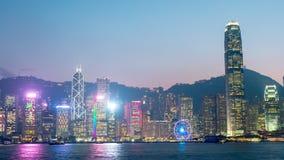China crepuscular del lapso de tiempo del panorama 4k de la rueda de la torre de Hong-Kong del cielo de la puesta del sol almacen de metraje de vídeo