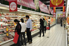 China Customers In Supermarket Stock Photo