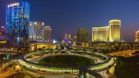 China del lapso de tiempo del panorama 4k de la puesta del sol del círculo de tráfico de la isla del taipa de Macao metrajes