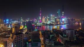 China del lapso de tiempo del panorama 4k del paisaje urbano del top del tejado de la ciudad de Shangai de la noche almacen de video