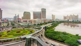 China famosa del lapso de tiempo del panorama 4k de la bahía del hotel del círculo de tráfico de la luz del día de Macao metrajes