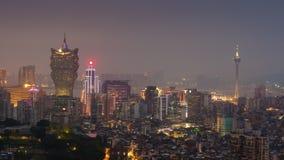 China famosa del lapso de tiempo del panorama 4k del scape del tejado de la niebla con humo de la puesta del sol de Macao almacen de video