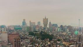 China famosa del lapso de tiempo del panorama 4k del scape del tejado del hotel de Macao de la niebla con humo del día almacen de metraje de vídeo