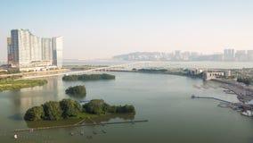 China famosa del lapso de tiempo del panorama 4k del tejado del puente de la bahía de Macao de la mañana metrajes