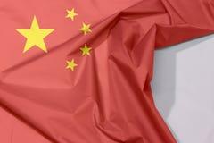 China-Gewebeflaggenkrepp und -falte mit Leerraum lizenzfreie stockfotos