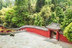 China, het Wudang-klooster, rode muur Stock Foto