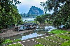 China Huerto en la orilla del río Imagen de archivo libre de regalías