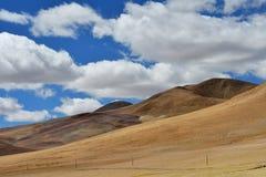 China, meseta tibetana cerca del pueblo de Yakra en verano fotos de archivo
