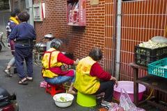 China, religiöser Glaube, Opfer, Reinigungsgemüse lizenzfreies stockbild
