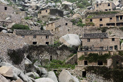 China's most eastern end of the fishing village is called the potala palace in the sea. Weathering of rocks and low vegetation, a curved path through the village stock photos