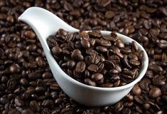 China-Schüssel mit Kaffeebohnen Lizenzfreies Stockbild