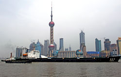 China, Shanghai: Boat in front of pearl tower Stock Image