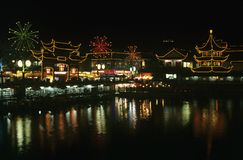 China Shanghai Yu Yuang Gardens the teahouse ancient shopping area and lake at night Stock Image