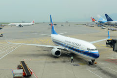 China Southern Airlines B737 in Hong Kong Airport stock afbeeldingen