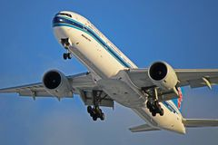 China Southern Airlines Boeing 777-300ER B-2048 imagens de stock royalty free