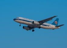 China Southern Airlines hyvlar Fotografering för Bildbyråer