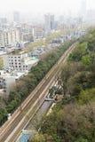 China-Stadt mit Schiene, Vogel-Augen-Ansicht stockfotos