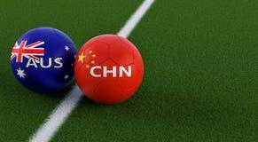 China versus Het Voetbalgelijke van Australië - Voetbalballen in China en de nationale kleuren van Australias op een voetbalgebie Royalty-vrije Stock Fotografie