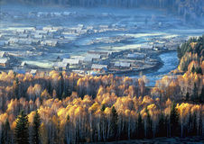 China/Xinjiang: ochtend straal van Dorp Hemu Royalty-vrije Stock Afbeeldingen