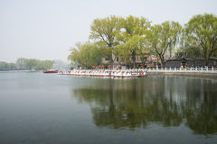 ChinaAsia, Pechino, l'area scenica di Shichahai, barca facente un giro turistico Fotografia Stock Libera da Diritti