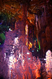 Chinas Guangxi Guilin für Grafschaftsadmiralitäts-Höhen für Felsen  --Merkwürdige Stalaktiten Stockfotografie