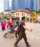 Chinatown drogowego skrzyżowania ludzie, Singapur zdjęcie royalty free