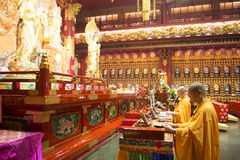 CHINATOWN, SINGAPORE - OCTOBER 12, 2015: interior of buddha toot. H relic temple & museum is a very famous in Chinatown, Singapore on October 12, 2015, building Royalty Free Stock Images