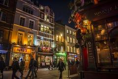 Chinatownhoogtepunt van restaurants en winkels bij nacht in centraal Londen, Engeland, het UK stock afbeeldingen