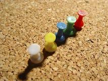 Chinchetas en el corcho 2 foto de archivo libre de regalías